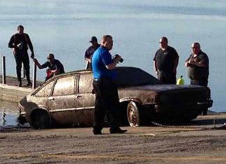 ハミンバードで水没車を発見!! 車内から白骨死体が発見される (アメリカ・カンザス)