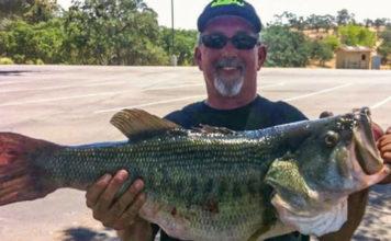 78cm (8160kg)のデカバス釣れる!! (米カリフォルニア) 1