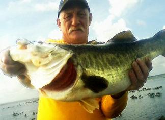68cm (8700g)のデカバス釣れる!! (米フロリダ)