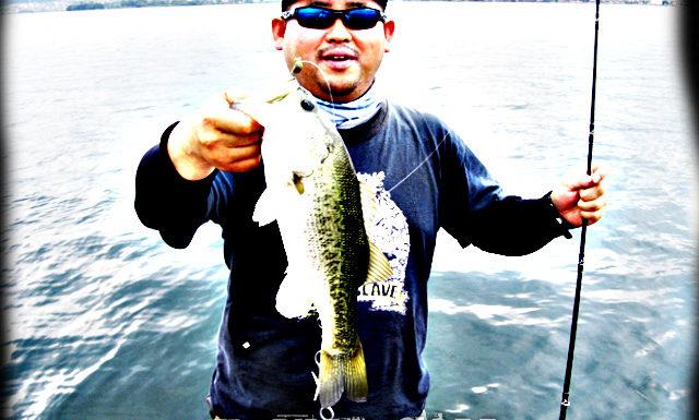 琵琶湖バスフィッシングガイドリポート ~加納様 DAY 1~ 43cm 18