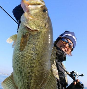メタルで55cmオーバー!! 琵琶湖!! (大西健太) 2