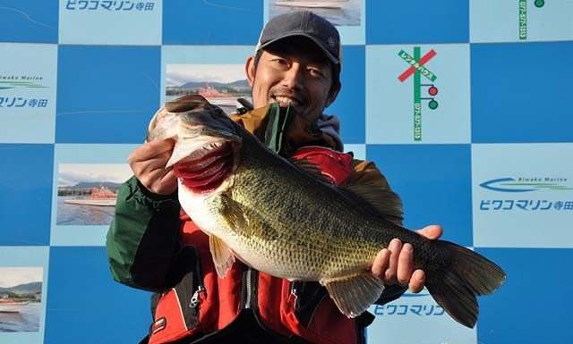 tweet釣果:ネコリグで58cm!! (琵琶湖)