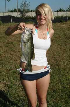 画像元© 25 Hot Chicks Fishing - Holytaco